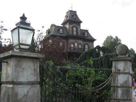 phantom Manor à disneyland pAris Dlrp%20august%2006%20102